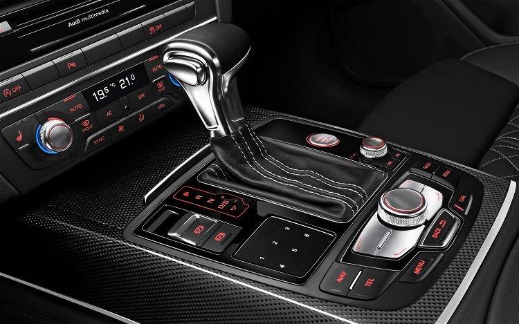 2013-Audi-S6-gear-shift-knob.jpg.2a1cbab42eaf9fcb29946b193d079917.jpg