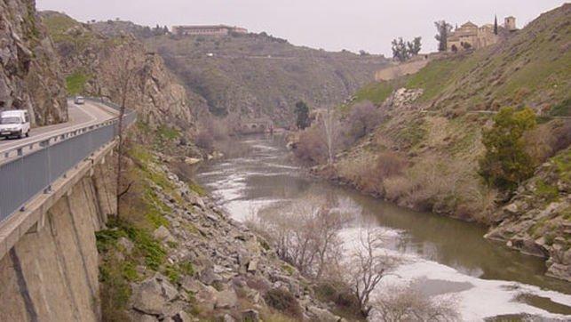 montes de toledo 20  montalban  rio .jpg