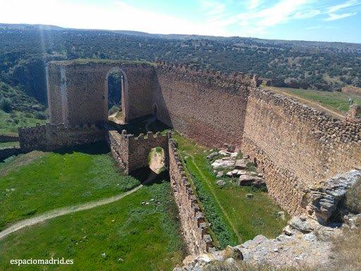 montes de toledo 29 castillo  montalban    .jpg